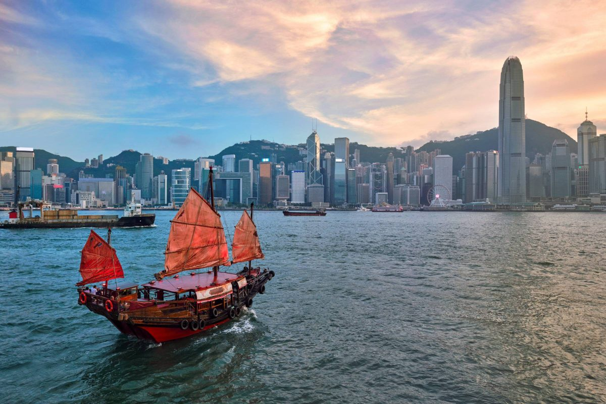 Tại sao Hồng Kông không thể trở thành một Singapore khác?