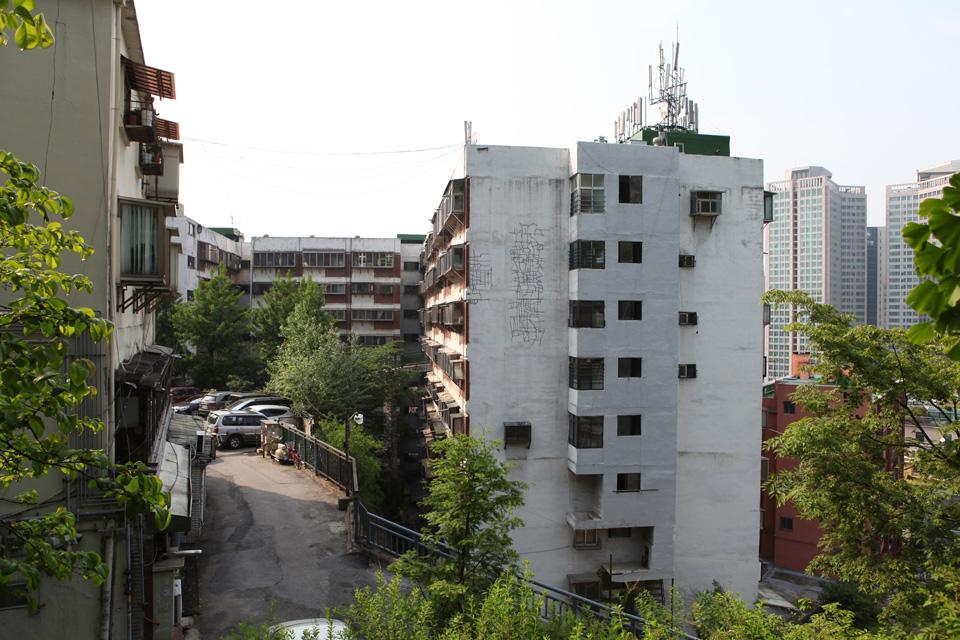 Cười ra nước mắt với cuộc chiến trả đũa hàng xóm gây ồn ở Hàn Quốc