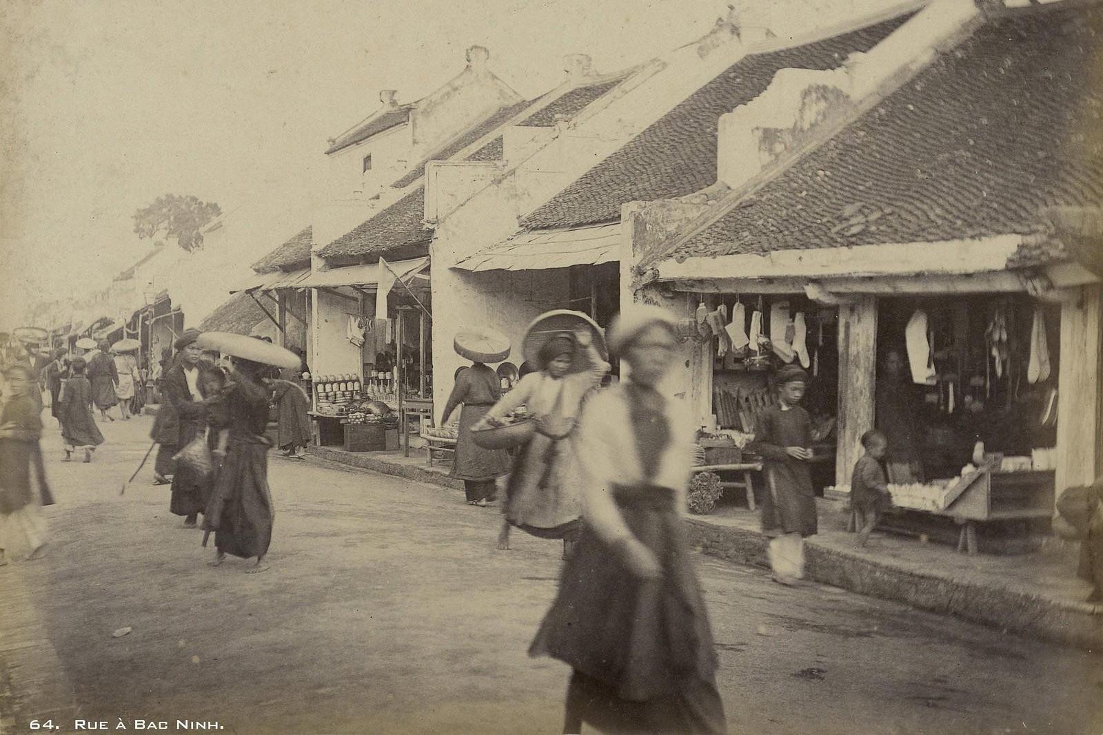 Vì sao phụ nữ miền Bắc bị cấm mặc váy dưới thời vua Minh Mạng?