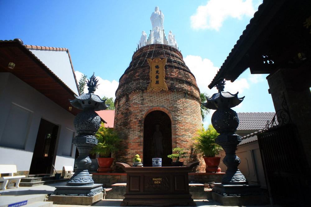 Chùm ảnh: Độc đáo ngôi chùa 'lò gạch bỏ hoang' ở Hà Tiên