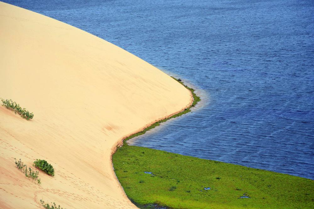 Chùm ảnh: Hồ nước bên sa mạc độc nhất vô nhị Việt Nam