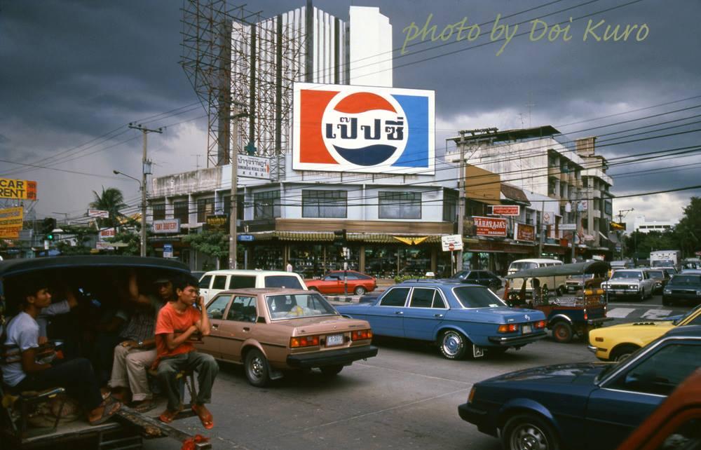 Cuộc sống ở Bangkok năm 1984 qua những bức ảnh phim 'chất lừ'