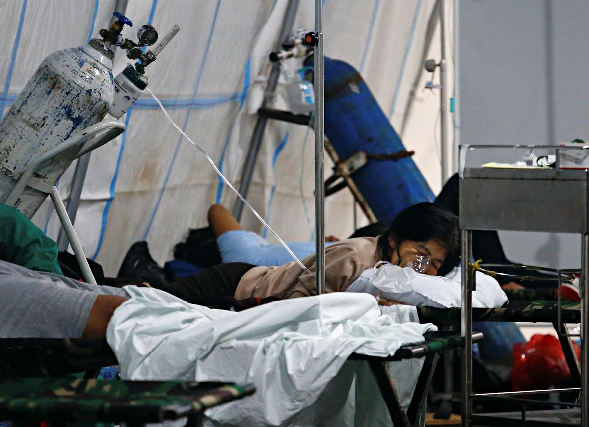 Chùm ảnh: Tấn thảm kịch mang tên COVID-19 ở đất nước Indonesia