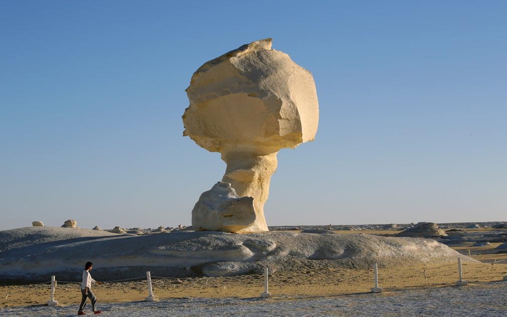 Chùm ảnh: Những khối đá kỳ lạ ở sa mạc trắng Ai Cập