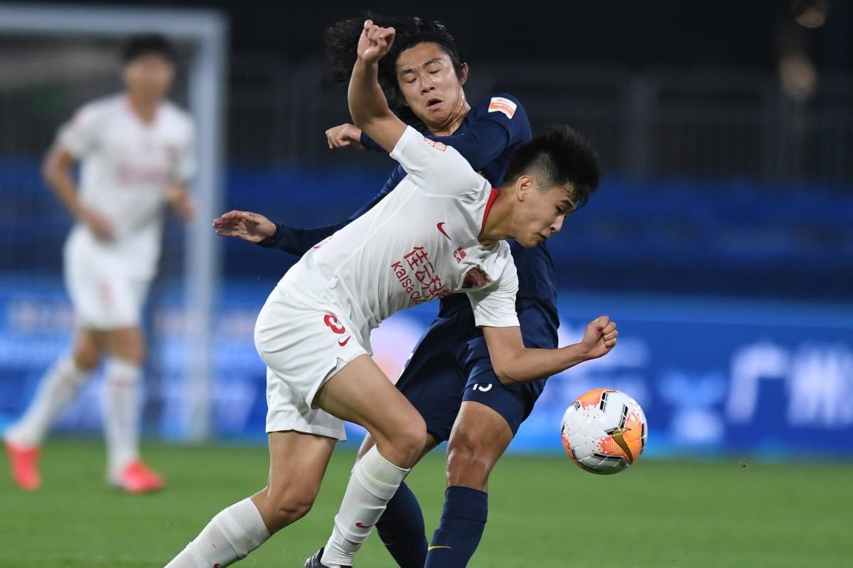 Về sự pha trộn bóng đá và chính trị ở Trung Quốc