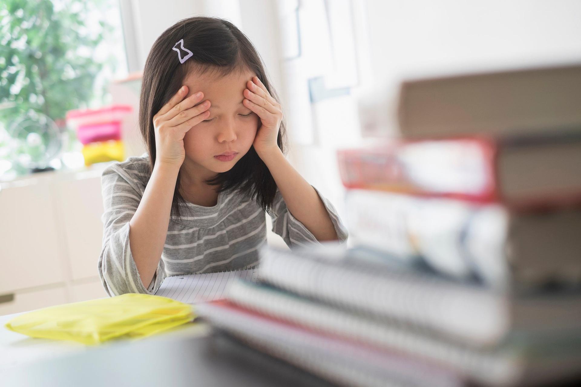 Bi kich của một thế hệ trẻ bị 'bội thực' học hành ở Trung Quốc