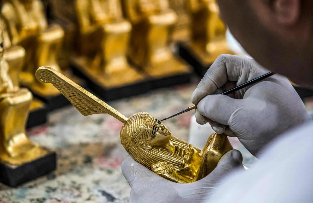 Chùm ảnh: Bên trong nhà mày sản xuất bản sao cổ vật Ai Cập ở Cairo
