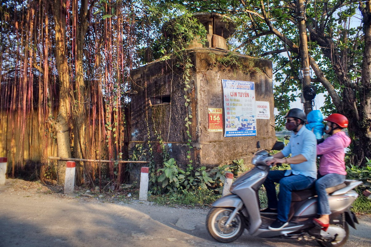 Chùm ảnh: Bí mật lịch sử của lô cốt bỏ hoang bên lề đường ở Huế