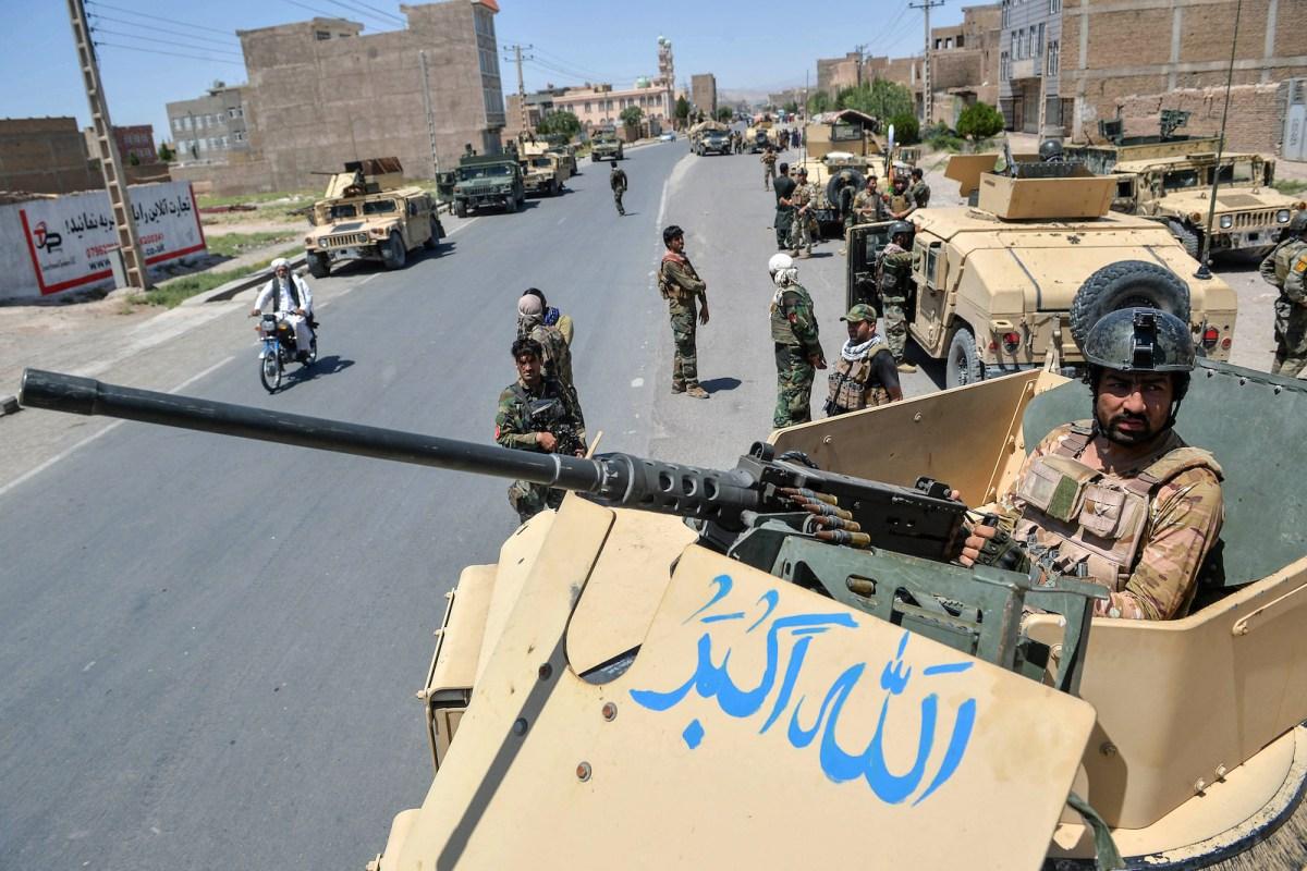 Vì sao quân chính phủ Afghanistan sụp đổ dù lực lượng áp đảo?