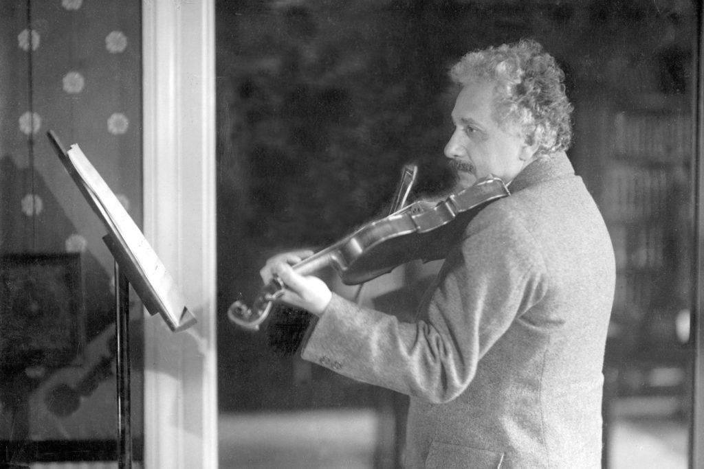 Dấu ấn của nhạc cổ điển phía sau những phát minh của Einstein