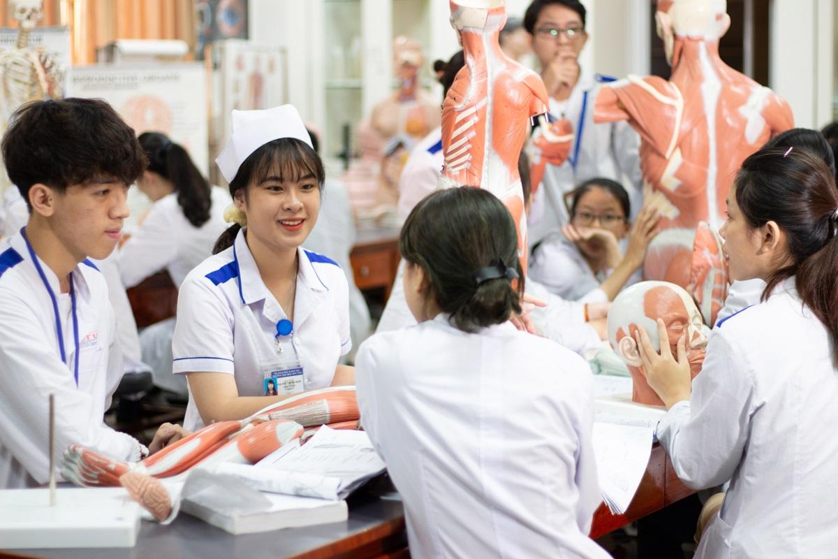 Bức tranh toàn cảnh về hệ thống phúc lợi y tế ở Việt Nam