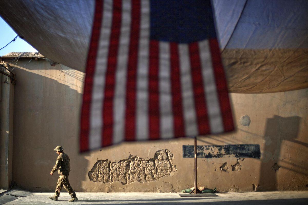 Núi tiền của Mỹ đã đè bẹp nền chính trị Afghanistan như thế nào?