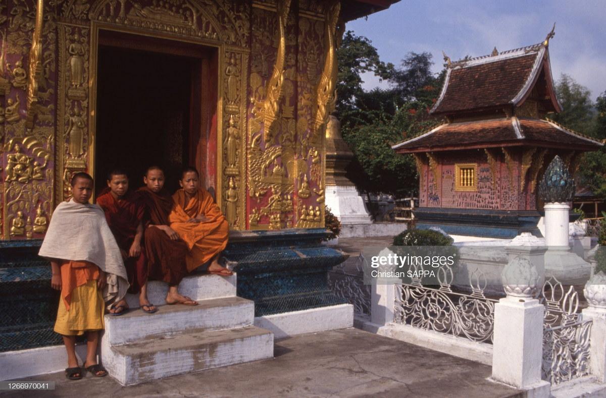 Chùm ảnh: Cuộc sống thanh bình ở đất nước Lào năm 1990