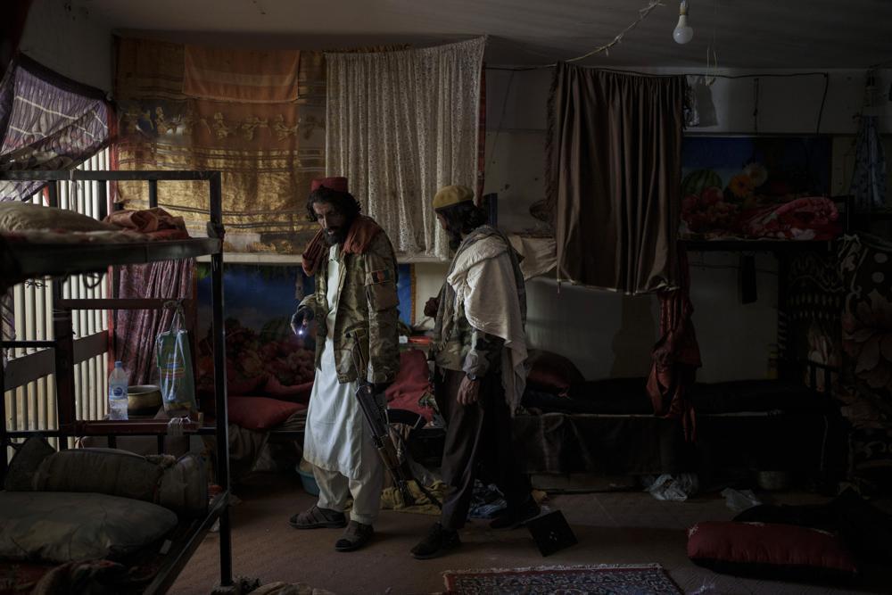 Chùm ảnh: Những tù nhân thành quản ngục ở trại giam thời Taliban