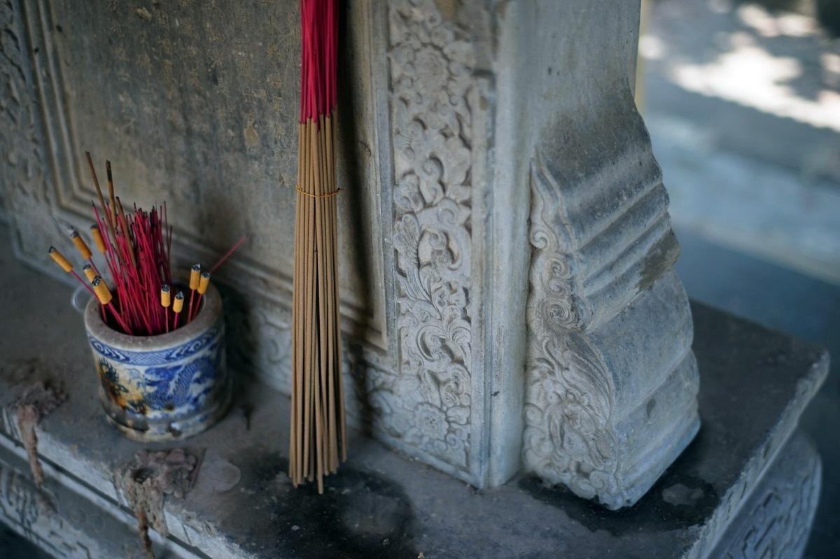 Chùm ảnh: Hai tấm bia đá cổ đặc biệt bên sông Ngự Hà ở Huế