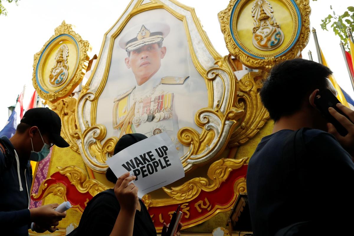 Chùm ảnh: Người Thái xuống đường thách thức chế độ quân chủ