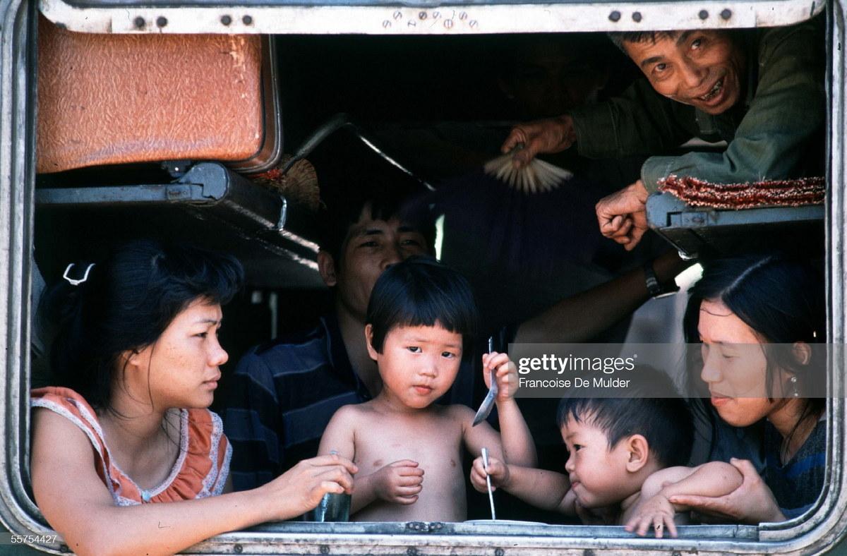 Chùm ảnh: Hoài niệm về đường sắt Việt Nam 3 thập kỷ trước